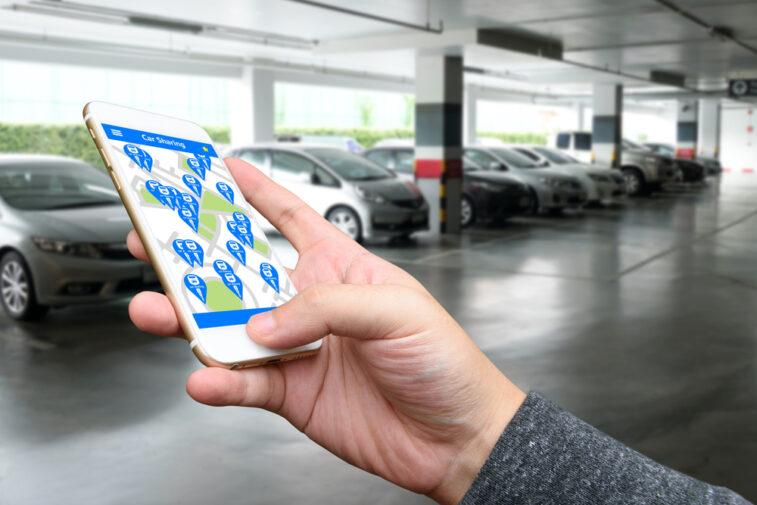 L'économie du partage illustrée par une appli mobile d'autopartage de voitures
